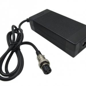 elektritõukeratta laadija 42V 2A GX16